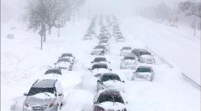 В результате снегопада в США погибло восемь человек